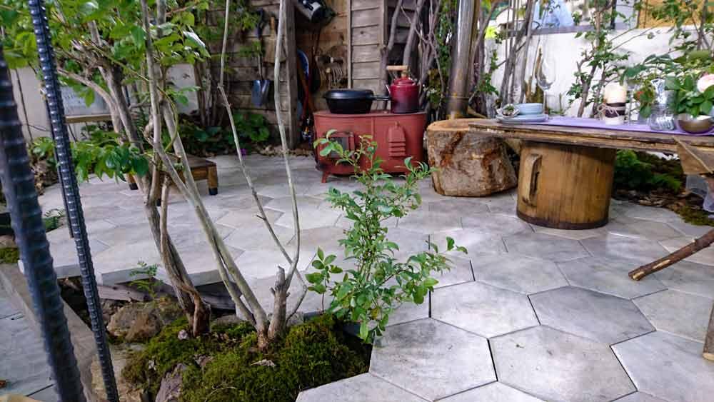 六角形タイル 雑木の庭 テラス