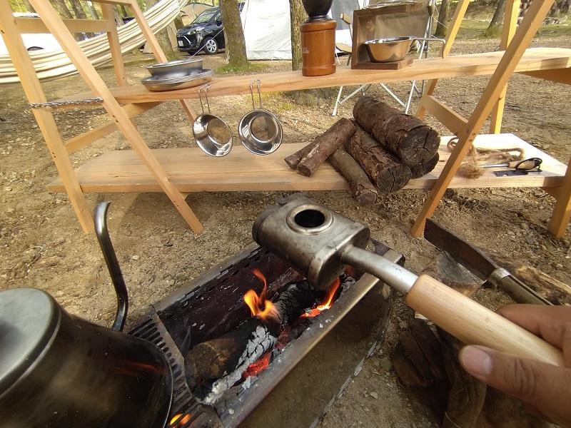 焚火で珈琲豆を焙煎