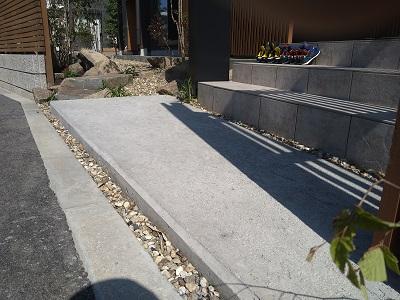 コンクリートアプローチの木鏝仕上げ